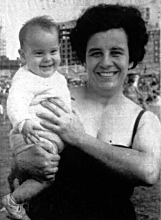 Esther Ballestrino con su hija